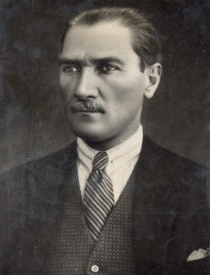 Türkiye Cumhuriyeti'nin kurucu lideri Gazi Mustafa Kemal Atatürk'ü, ahirete intikalinin 79. yıl dönümünde, minnet ve şükranla anıyoruz.